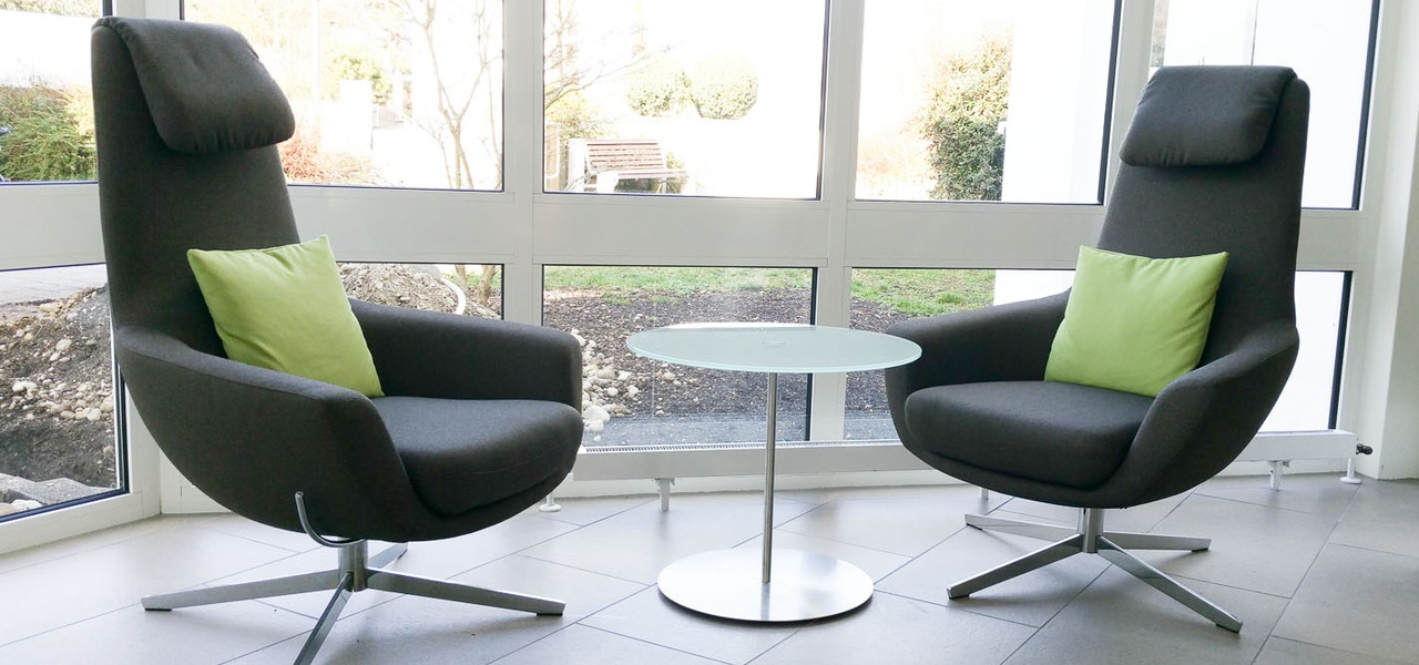 Lounge Sessel und Bänke